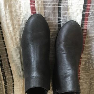 Shoes - Ankle closed toe booties